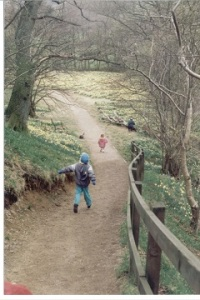 199504 Farndale running down path