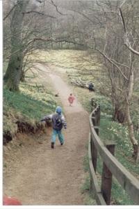 199504 Farndale running down path